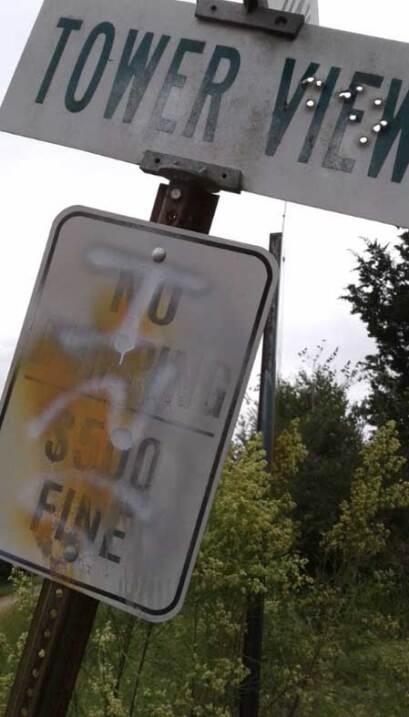 Investigan mensajes antiinmigrantes que aparecieron en un condado hispan...