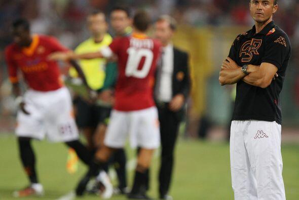 Luis Enrique, técnico de los italianos, sacó al capit&aacu...