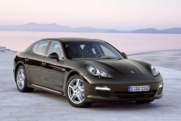 Porsche amplió su portafolio con el Panamera, un coupé de...