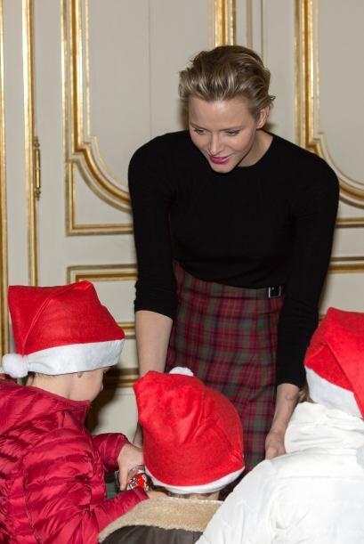 Ella, muy paciente y a gusto regalo sonrisas a los niños que se acercaba...