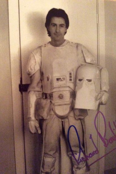 Richard también salió como un soldado rebelde y otro del imperio. Actuó...