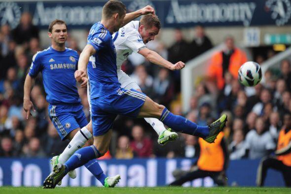 También en defensa aparece el inglés Gary Cahill del Chelsea.
