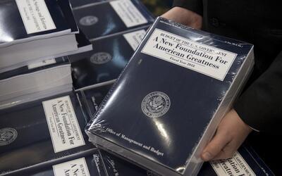 Copias del presupuesto que la Casa Blanca presentó para el a&ntil...