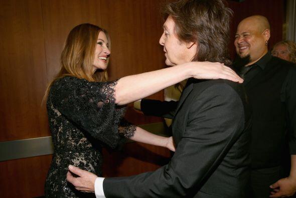 Y con qué gusto se saludaron la guapa Julia Roberts con Paul McCartney....
