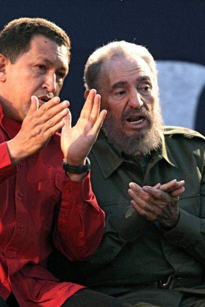 El presidente Hugo Chávez y el líder cubano Fidel Castro cultivaron una...