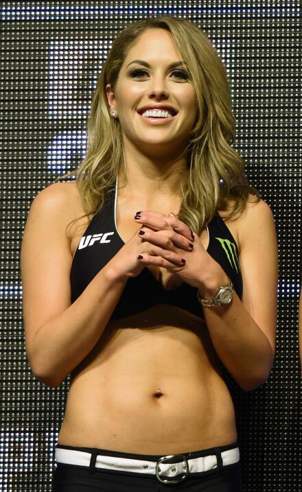 Las bellas y espectaculares modelos pondrán en lado sexy en la UFC 200 c...