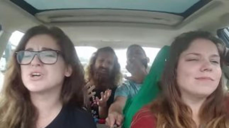 Un grupo de amigos se grababa cantanto en un viaje en auto cuando explot...