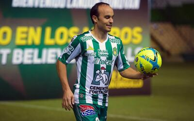 Presentación de Landon Donovan con el León