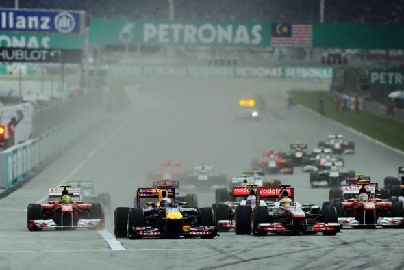El duelo detrás de Vettel fue intenso, pero el alemán se m...