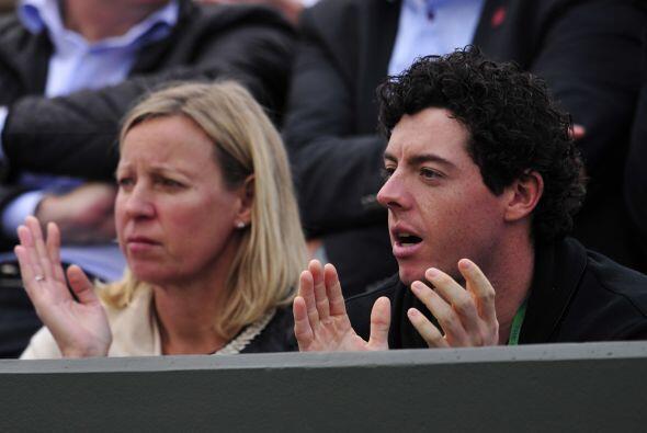 Desde la tribuna, el novio de Wozniacki, el golfista Rory McIlroy.