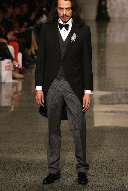 Otro clásico traje de novio es el 'frac', se trata de la pieza máxima de...