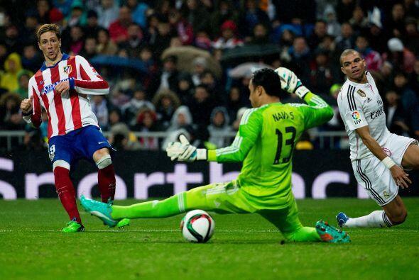 El español recortó a Pepe con enorme finta y definió raso de primera ven...