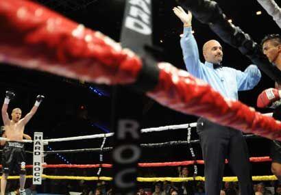 De esta manera Jonathan González comenzó con los brazos en alto su carre...