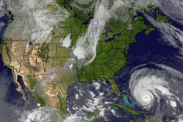 La aproximación del huracán Earl puso en alerta este miércoles a la cost...