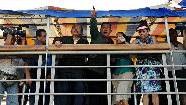 En 2007, Chávez se desplazó al lugar donde se construiría el barrio.
