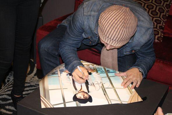 Firma de autógrafos con Gerardo Ortiz