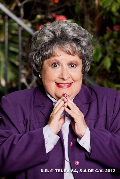 """Evita Muñoz """"Chachita"""" es doña Pudencia, vuida que se encarga del hostal..."""