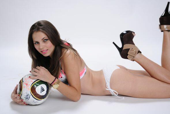 Para ella no hay mejor forma de apoyar a su equipo que asistir al Santia...