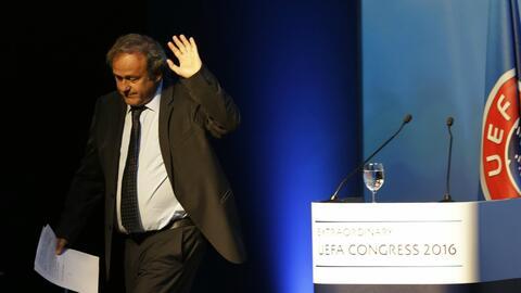 Pese a la suspensión, Platini puede asistir a partidos como afici...