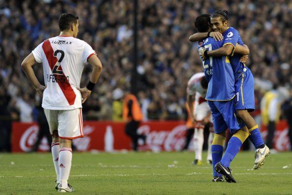 Hasta hace tres semanas River Plate luchaba palmo a palmo con Vélez Sars...