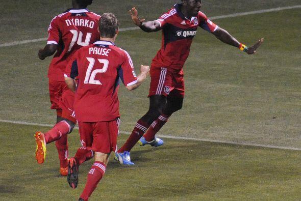 El jugador de origen ghanés puso a celebrar a la afición de Chicago.