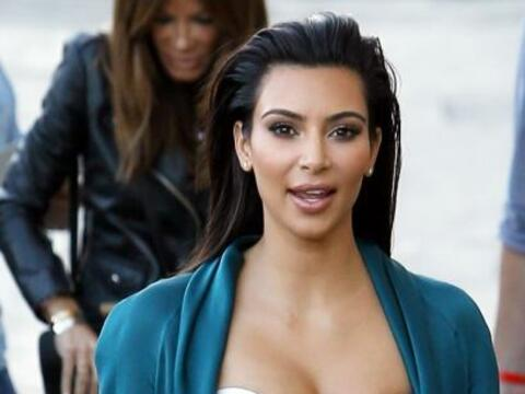Kim Kardashian escote raro