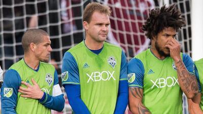 Osvaldo Alonso y Román Torres no jugarían para Seattle Sou...