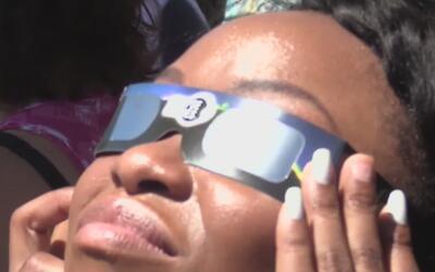 Eclipse solar 2017: Cientos se congregaron en el Museo Perot de Dallas p...