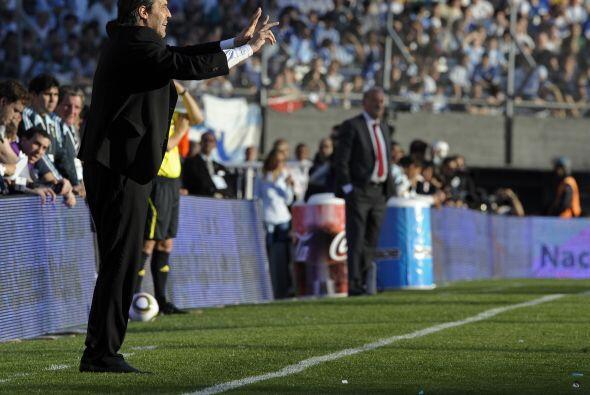 El actual tecnico de Argentina, Sergio Batista, volvió a aprobar un exam...