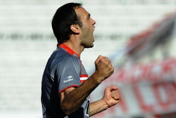 El defensor Leandro Desábato madrugó al conjunto riverplat...