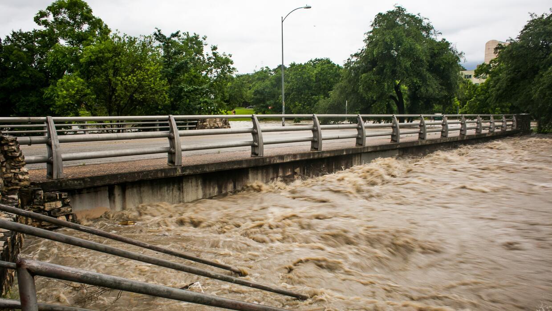 Algunas zonas de Austin quedaron bajo el agua luego de intensas lluvias.