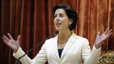La gobernadora demócrata Gina Raimondo ha apoyado constantemente...