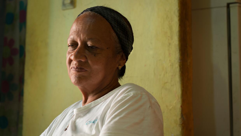 María Miñango tiene 60 años y tiene que levantarse de madrugada para hac...