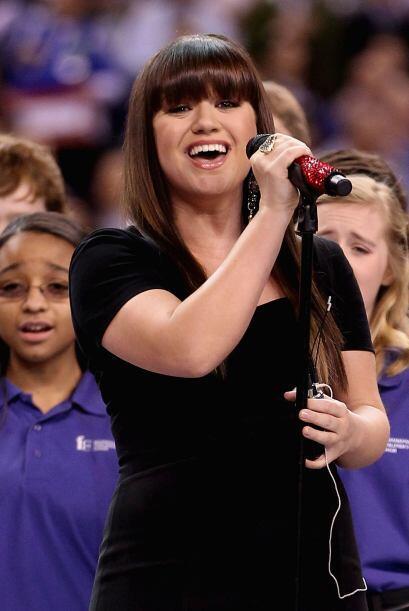Clarkson hizo vibrar a los aficionados con su hermosa voz.