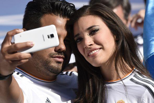 Las 'selfies' en la tribuna siguen siendo parte del ambiente de final.