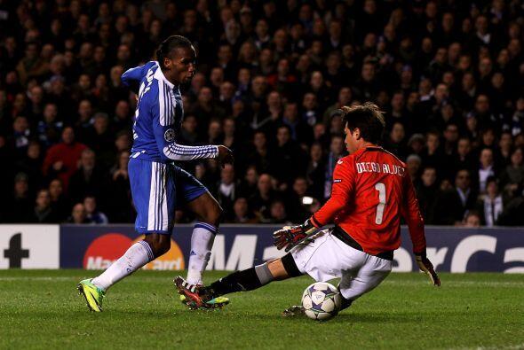 El marfileño Didier Drogba madrugó a todos y a los 2 minutos del juego p...