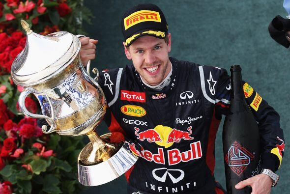 El alemán, muy contento, presumió su trofeo.