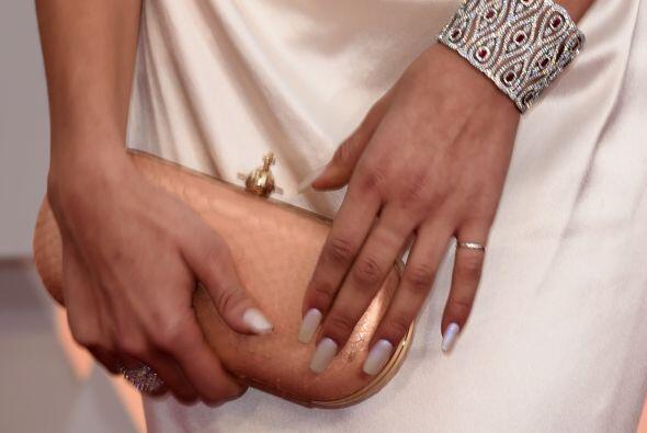 Pero si te empeñas en llevar las uñas largas, se vale siempre y cuando s...
