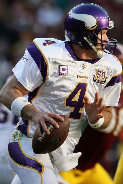 En la temporada 2009-2010, se convirtió en el primer quarterback de 40 a...