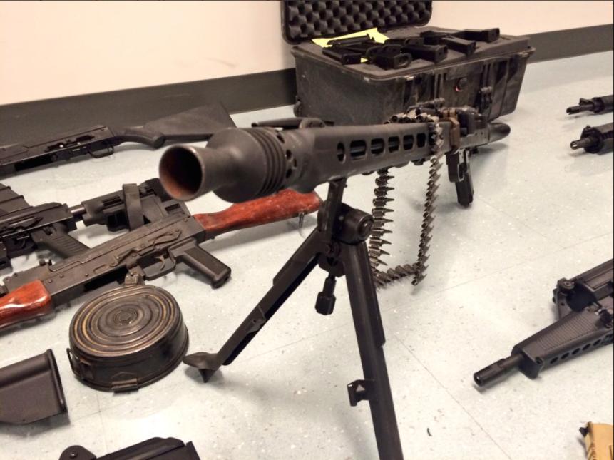 Los sospechosos poseían una metralleta de la segunda guerra mundial.