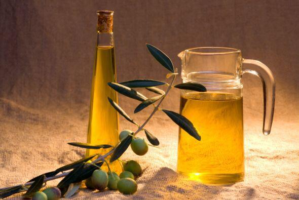 ACEITE DE OLIVA Para las manos resecas puedes aplicar un poco de aceite...