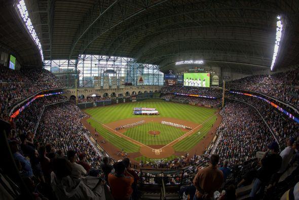 Es dificil concebir que este estadio está en el centro de Houston... ¿Se...