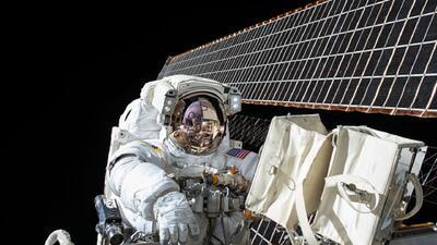 ¿Cómo se comunica la NASA con sus astronautas en el espacio?
