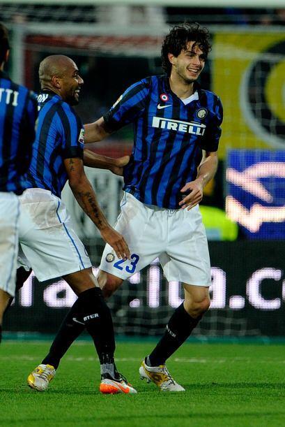 El defensa italiano apareció de sorpresa para meter a su equipo en puest...