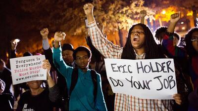 Holder dijo que el caso Brown amenaza a EEUU