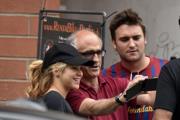 Nada creída, Shakira se portó de lo más linda con sus fans.