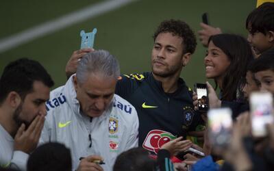 Selección Brasil compartió con sus hinchas antes de dejar el país
