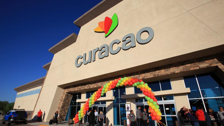 La Curacao tiene nueve tiendas en California, dos en Arizona y una en La...
