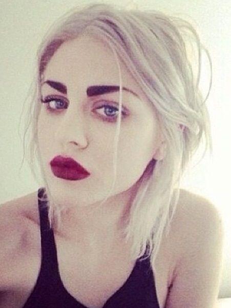 Frances también es hija de la polémica Courtney Love, por algo es hermosa.
