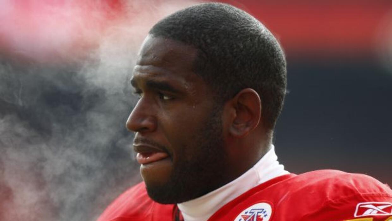 El ex tackle izquierdo de los Chiefs acordó contrato por cinco años con...